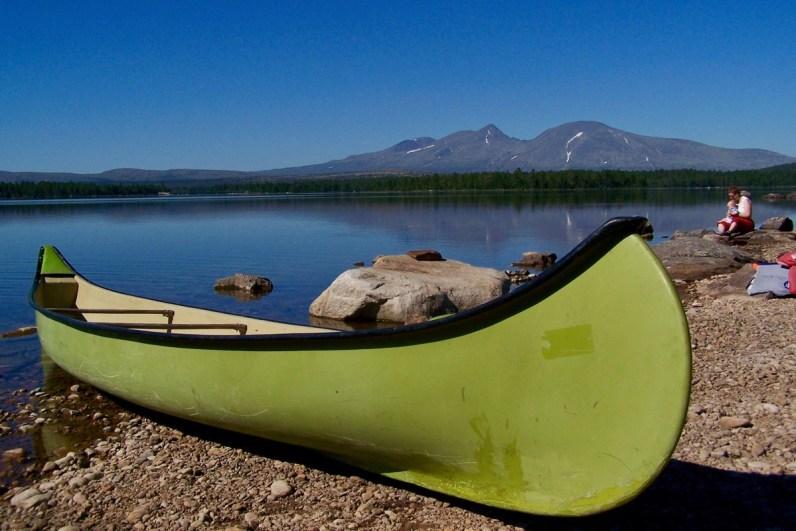 Bezoek ook zeker een meer in het oosten van Noorwegen tijdens je roadtrip
