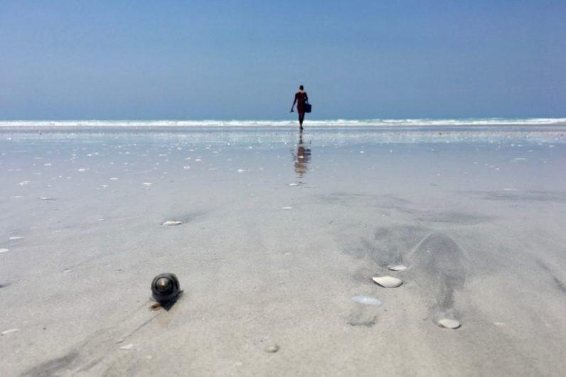 Het spierwitte eighty mile beach dat ligt tussen broome naar port hedland