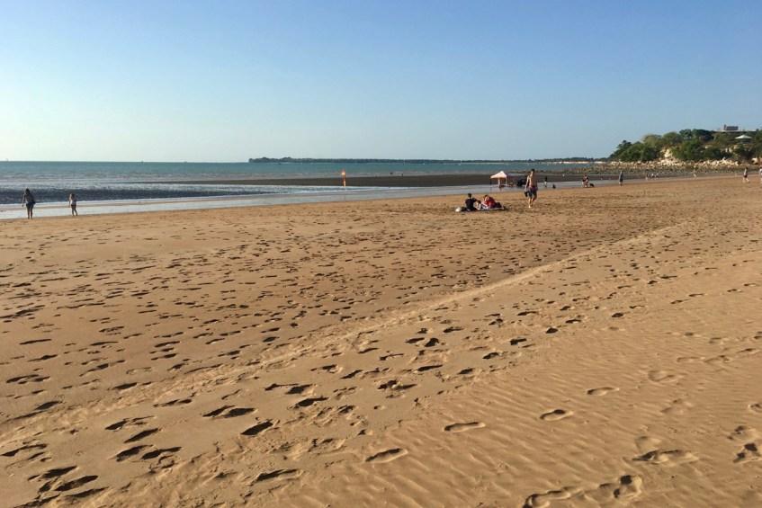 Iets wat je zeker wilt doen in Darwin is een bezoek brengen aan Mindil Beach