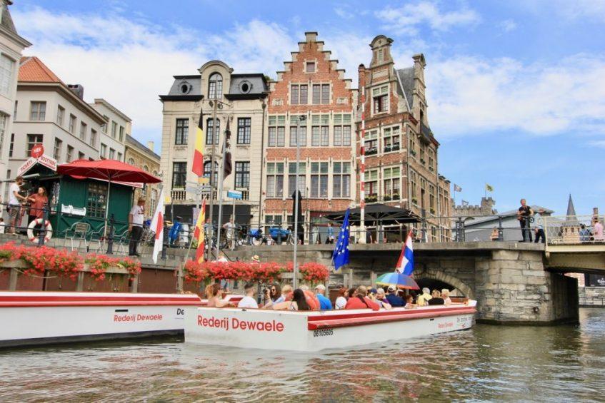 Wat je zeker moet doen in Belgie is door de leien van Gent varen