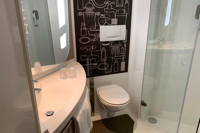 De badkamer bij ibis Schiphol Amsterdam Airport