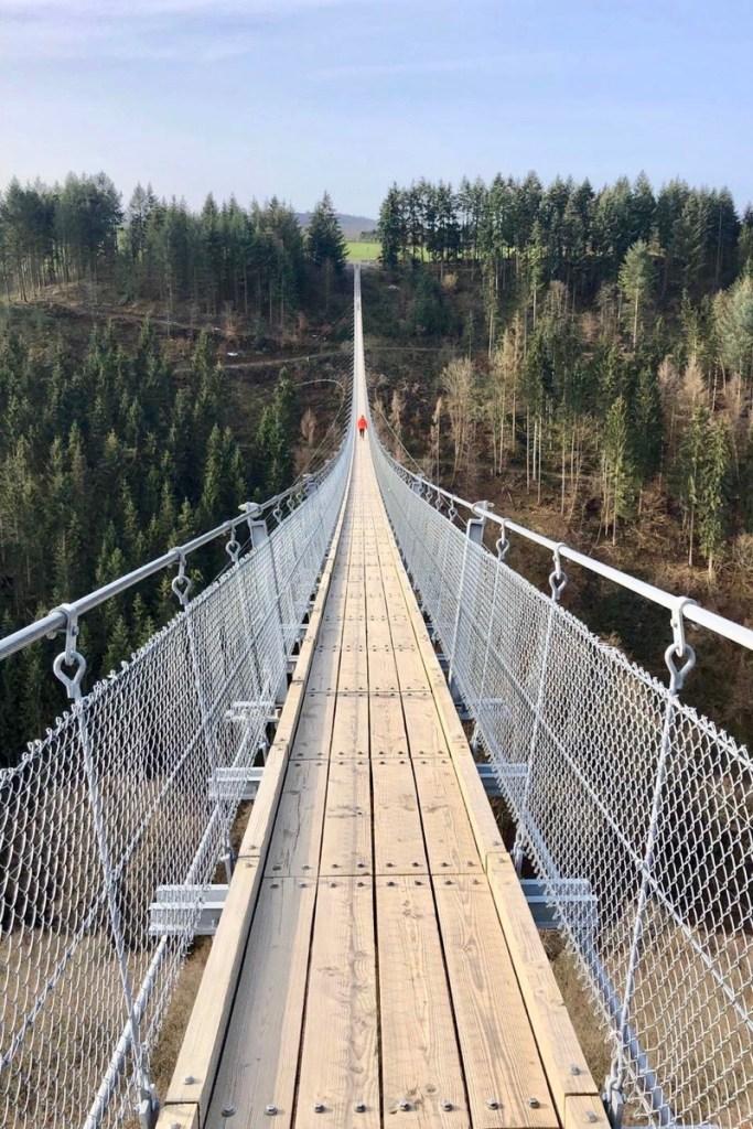 De hangbrug is een van de leukste bezienswaardigheden langs de Moezel