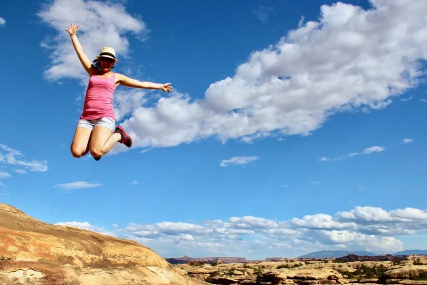 Lekker springen in Canyonlands National Park ideaal tijdens jouw route West-Amerika