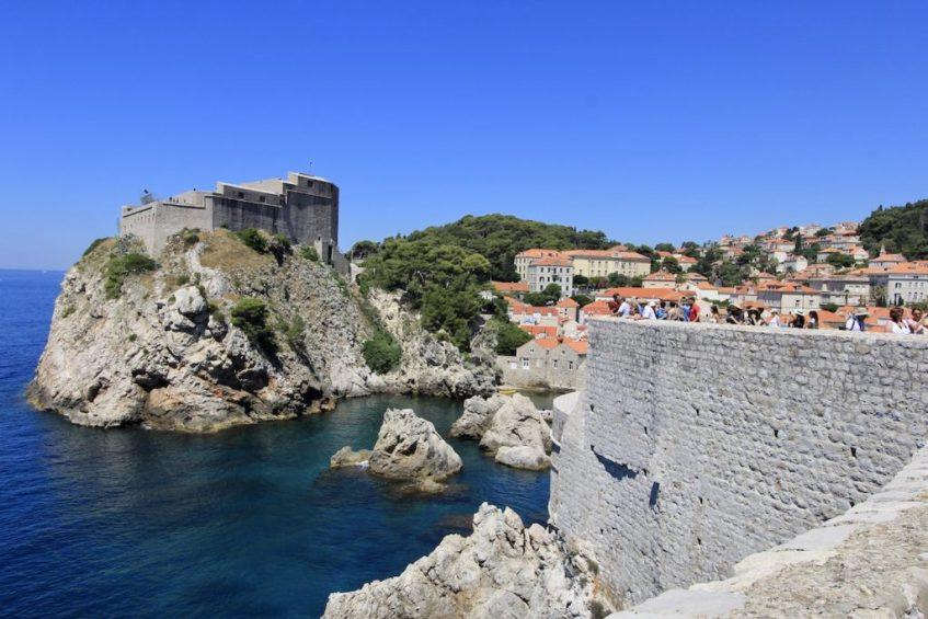 Wandel over de stadsmuren in Dubrovnik