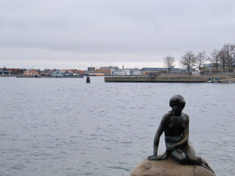 De Kleine Zeemeermin in Kopenhagen behoort zeker tot een van de meest teleurstellende plekken die ik ooit bezocht heb