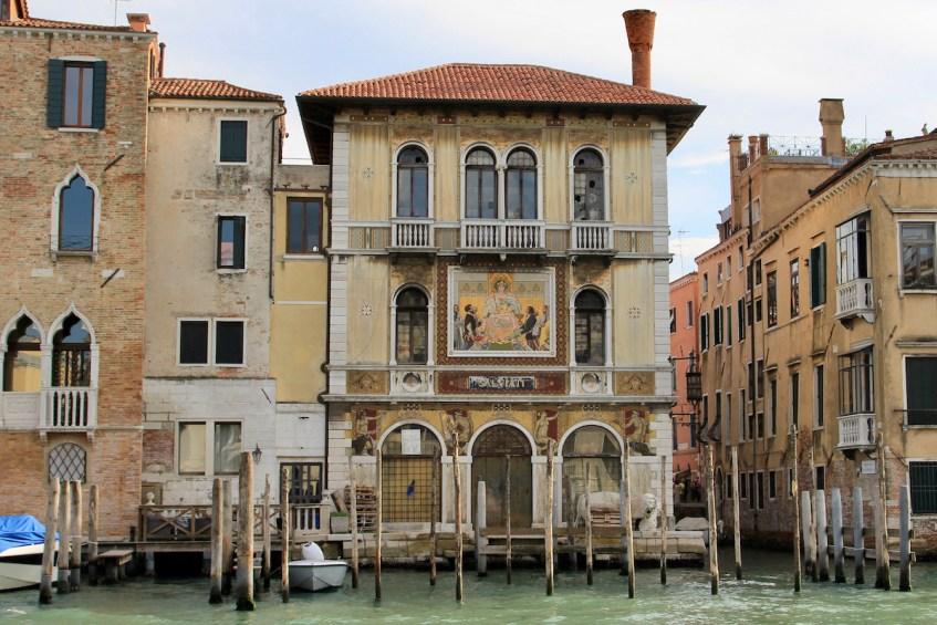 Maak een boottocht met een vaporetto door Canal Granda en beleef Venetië als een Venetiaan