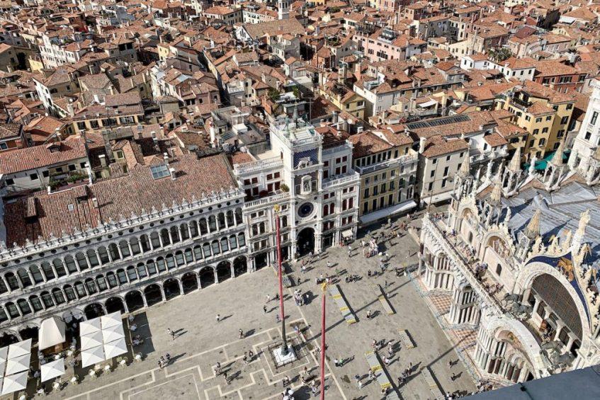 Het uitzicht vanaf de Campanile op het San Marco Plein is zeker een van de hoogtepunten van Venetië: de leukste bezienswaardigheden