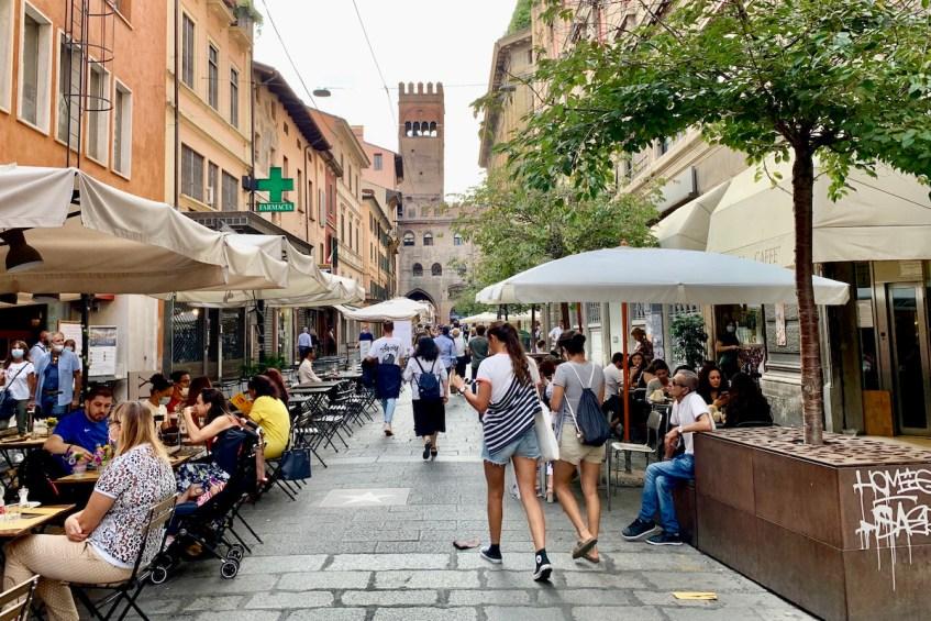 Struin door de mooie straten van Bologna, zeker een van de hoogtepunten
