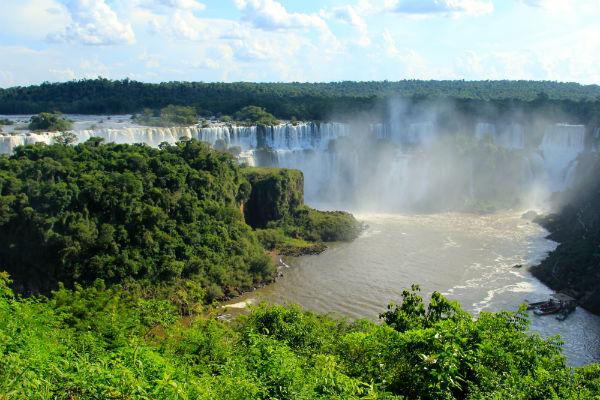 Een prachtig uitzicht over de falls vanaf de Braziliaanse kant