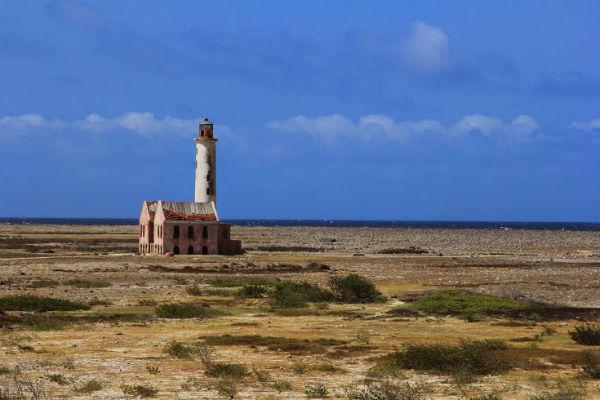 Verlaten toren op Klein Curacao