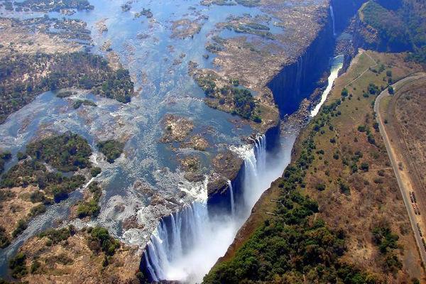 De imposante Victoria Falls gezien vanaf boven