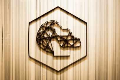 Victoria logo-min
