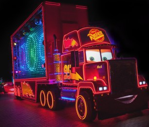Mack-Truck-in-Paint-the-Night-1_15_DLR_9507