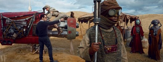 Star Wars: The Force Awakens - J.J. Abrams Directs Daisy Ridley on Planet Jakku