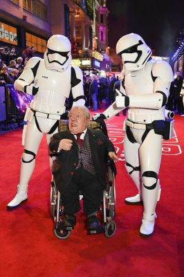Kenny Baker at European Premiere of Star Wars: The Force Awakens