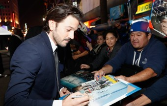 "HOLLYWOOD, CA - DECEMBER 10: Actor Diego Luna attends The World Premiere of Lucasfilm's highly anticipated, first-ever, standalone Star Wars adventure, ""Rogue One: A Star Wars Story"" at the Pantages Theatre on December 10, 2016 in Hollywood, California. (Photo by Rich Polk/Getty Images for Disney) *** Local Caption *** Diego Luna"