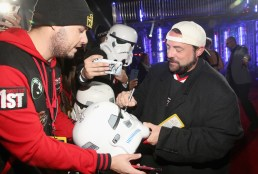 """HOLLYWOOD, CA - DECEMBER 10: Filmmaker Kevin Smith (R) attends The World Premiere of Lucasfilm's highly anticipated, first-ever, standalone Star Wars adventure, """"Rogue One: A Star Wars Story"""" at the Pantages Theatre on December 10, 2016 in Hollywood, California. (Photo by Jesse Grant/Getty Images for Disney) *** Local Caption *** Kevin Smith"""