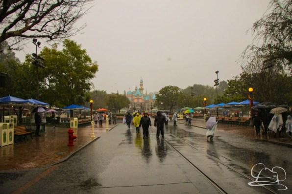 DisneylandResortRainyDay-10