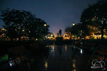 DisneylandResortRainyDay-160