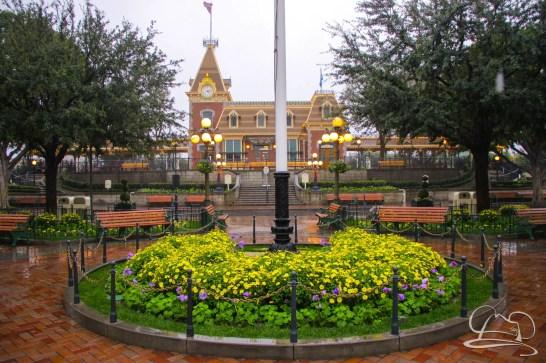 DisneylandResortRainyDay-43