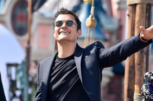 PARIS, FRANCE - MAY 14: Orlando Bloom attends the European Premiere to celebrate the release of Disney's Pirates of the Caribbean: Salazar's Revenge at Disneyland Paris on May 14, 2017 in Paris, France. (Photo by Kristy Sparow/Getty Images for Disney) *** Local Caption *** Orlando Bloom