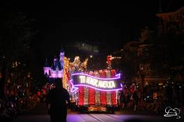 DisneylandMainStreetElectricalParade_45thAnniversary-70