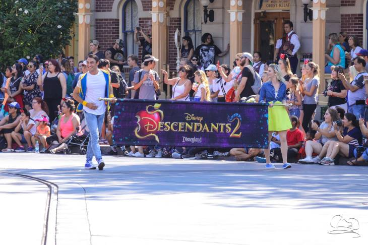 Disney_Descendants_Disneyland_Pre_Parade-1