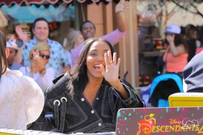 Disney_Descendants_Disneyland_Pre_Parade-30