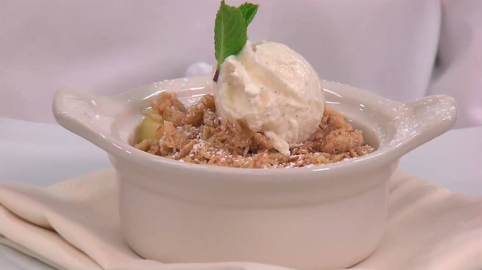 Geek Eats Disney Recipe: Apple Crisp from Disney's Grand Californian Hotel & Spa at the Disneyland Resort