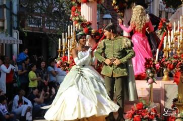 A Christmas Fantasy Parade - Holiday Time at the Disneyland Resort 2017