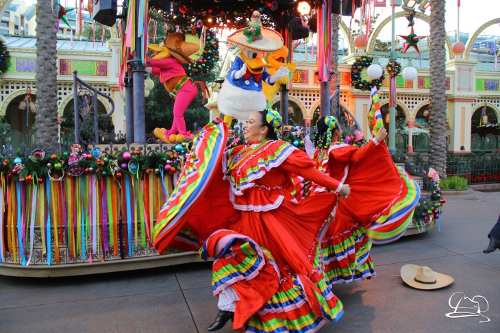Disney ¡Viva Navidad! - Festival of Holidays - Disneyland Resort