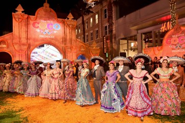 "HOLLYWOOD, CA - NOVEMBER 08: Dancers perform at the U.S. Premiere of Disney-Pixarís ""Coco"" at the El Capitan Theatre on November 8, 2017, in Hollywood, California. (Photo by Alberto E. Rodriguez/Getty Images for Disney)"