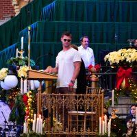 Disneyland's Candlelight Processional and Ceremony Celebrates Christmas Story with Chris Hemsworth