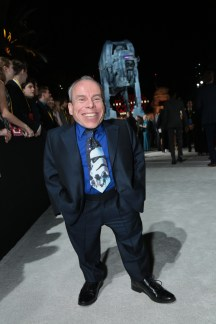 Warwick Davis arrives on the red carpet for the world premiere of LucasfilmÕs Star Wars: The Last Jedi at the Shrine Auditorium in Los Angeles, December 9, 2017..(Photo: Alex J. Berliner / ABImages )