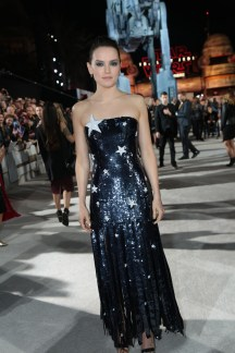 Daisy Ridley arrives on the red carpet for the world premiere of LucasfilmÕs Star Wars: The Last Jedi at the Shrine Auditorium in Los Angeles, December 9, 2017..(Photo: Alex J. Berliner / ABImages )