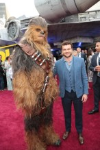 """Chewbacca poses with Alden Enrenreich at the world premiere of """"Solo: A Star Wars Story"""" in Hollywood on May 10, 2018. (Photo: Alex J. Berliner/ABImages)"""