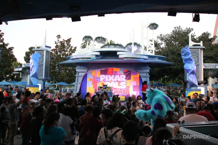 Pixar Pals Dance Party - Tomorrowland Terrace - Disneyland's Pixar Fest
