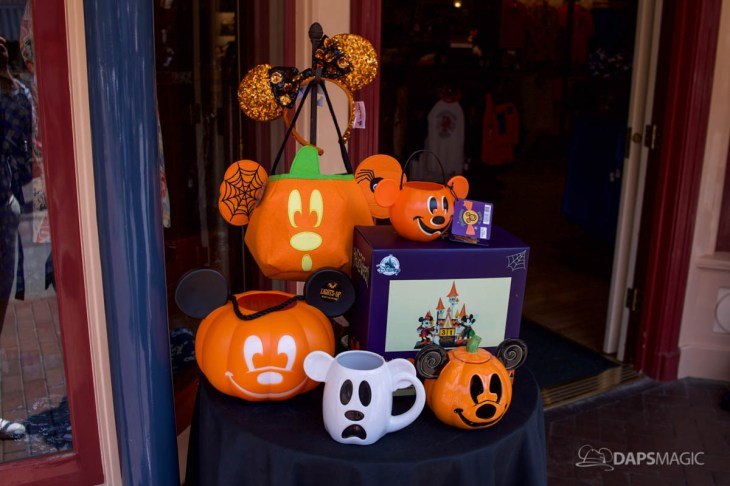 2018 halloween merchandise at the disneyland resort 1