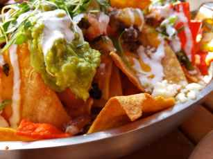 GCH Craftsman Bar & Grill Double Baked Beef Nachos_01