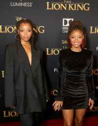 "HOLLYWOOD, CALIFORNIA - JULY 09: Chloe Bailey (L) and Halle Bailey attend the World Premiere of Disney's ""THE LION KING"" at the Dolby Theatre on July 09, 2019 in Hollywood, California. (Photo by Jesse Grant/Getty Images for Disney)"
