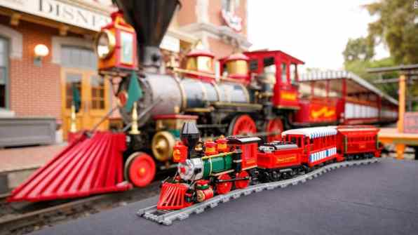 190812232435-1-underscored-disney-lego-train-super-169