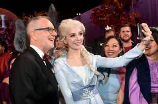 """HOLLYWOOD, CALIFORNIA - NOVEMBER 07: (L-R) Director Chris Buck and Elsa attend the world premiere of Disney's """"Frozen 2"""" at Hollywood's Dolby Theatre on Thursday, November 7, 2019 in Hollywood, California. (Photo by Alberto E. Rodriguez/Getty Images for Disney)"""