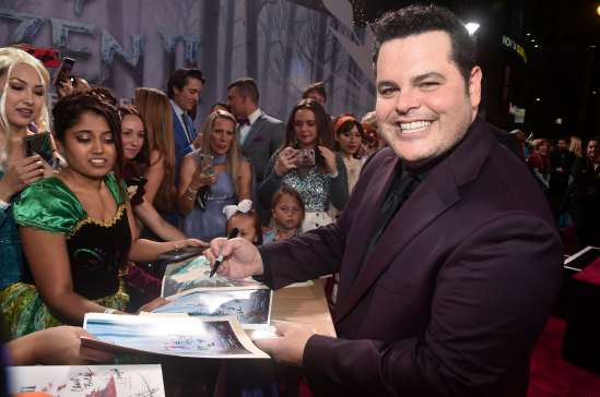 """HOLLYWOOD, CALIFORNIA - NOVEMBER 07: Actor Josh Gad attends the world premiere of Disney's """"Frozen 2"""" at Hollywood's Dolby Theatre on Thursday, November 7, 2019 in Hollywood, California. (Photo by Alberto E. Rodriguez/Getty Images for Disney)"""