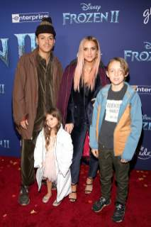 "HOLLYWOOD, CALIFORNIA - NOVEMBER 07: (L-R) Evan Ross, Jagger Snow Ross, Ashlee Simpson, and Bronx Wentz attend the world premiere of Disney's ""Frozen 2"" at Hollywood's Dolby Theatre on Thursday, November 7, 2019 in Hollywood, California. (Photo by Jesse Grant/Getty Images for Disney)"