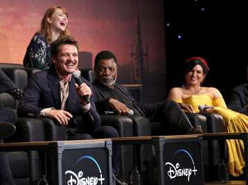 "HOLLYWOOD, CALIFORNIA - NOVEMBER 13: (L-R) Pedro Pascal, Director Bryce Dallas Howard, Carl Weathers and Gina Carano speak onstage at the premiere of Lucasfilm's first-ever, live-action series, ""The Mandalorian,"" at the El Capitan Theatre in Hollywood, Calif. on November 13, 2019. ""The Mandalorian"" streams exclusively on Disney+. (Photo by Jesse Grant/Getty Images for Disney)"