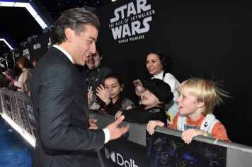 "HOLLYWOOD, CALIFORNIA - DECEMBER 16: Oscar Isaac arrives for the World Premiere of ""Star Wars: The Rise of Skywalker"", the highly anticipated conclusion of the Skywalker saga on December 16, 2019 in Hollywood, California. (Photo by Alberto E. Rodriguez/Getty Images for Disney)"