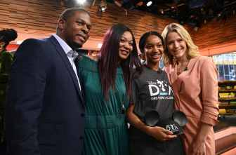 """2020 Disney Dreamers Academy student Myah Mitchell (second from right) appears on the set of """"GMA3: Strahan, Sara & Keke,"""" Jan. 16, 2020, in New York City, with her parents (from left) Deric and Latrina Mitchell, and """"GMA3"""" Co-host Sara Haines (right). (Walt Disney Television/Lorenzo Bevilaqua)"""