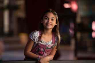 Ariana Greenblatt as Julia in Disney's THE ONE AND ONLY IVAN, based on the award-winning book by Katherine Applegate and directed by Thea Sharrock. Photo courtesy of Disney. © 2020 Disney Enterprises, Inc. All Rights Reserved.