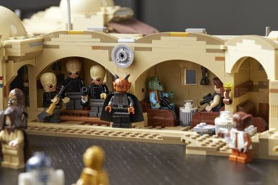 star-wars-mos-eisley-cantina-lifestyle-07