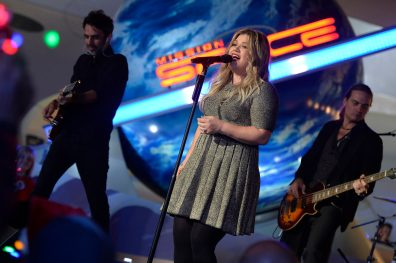 "Multiple GRAMMY® Award-winner Kelly Clarkson belts her version of ""Underneath The Tree"" in 'The Wonderful World of Disney: Magical Holiday Celebration,' airing NOV. 26 (9:00-11:00 p.m. ET/PT) on ABC. This performance was previously recorded in 2016 in EPCOT at Walt Disney World Resort in Lake Buena Vista, Fla. (Mark Ashman, photographer)"